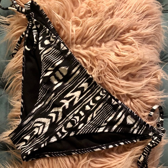 Roxy Other - Roxy Black And White Tribal Bikini Bottom